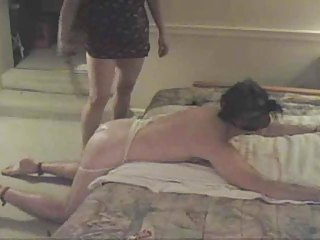 Femdom-Whipping her slave